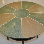 Plateau d'une table basse : imitation Galuchat et filets ivoire