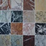 Plateau d'une table basse en marqueterie de marbres
