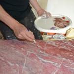 Plateau d'une table en faux marbre : en cours de réalisation
